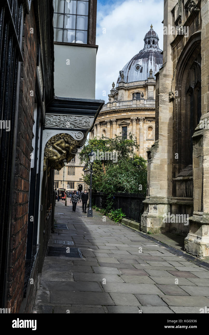 View of the Radcliffe Camera,Via St Mary's Passage, Oxford, England - Stock Image
