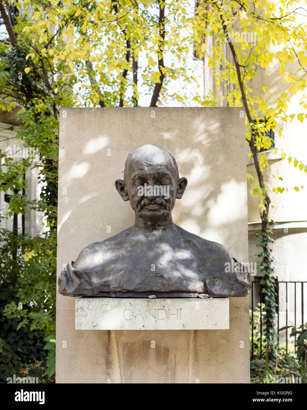 Ferenc Hopp Museum of East Asian Arts, Hungary: Gandhi statue in the garden - Stock Image
