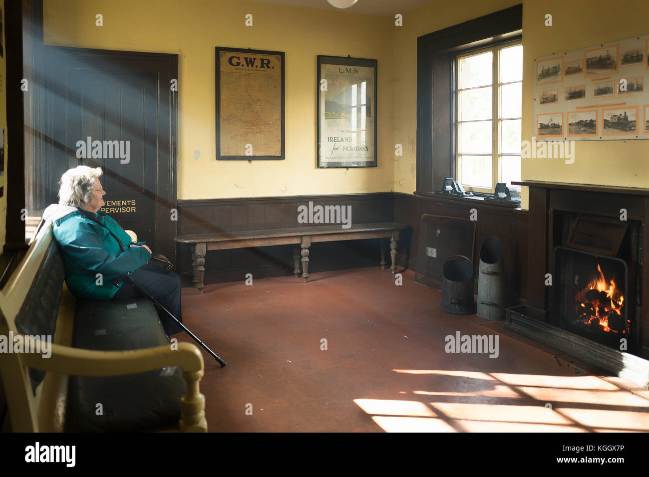 In a Victorian railway Ladies Waiting Room with a roaring coal fire for heating at Cranmore East Somerset Railway Stock Photo