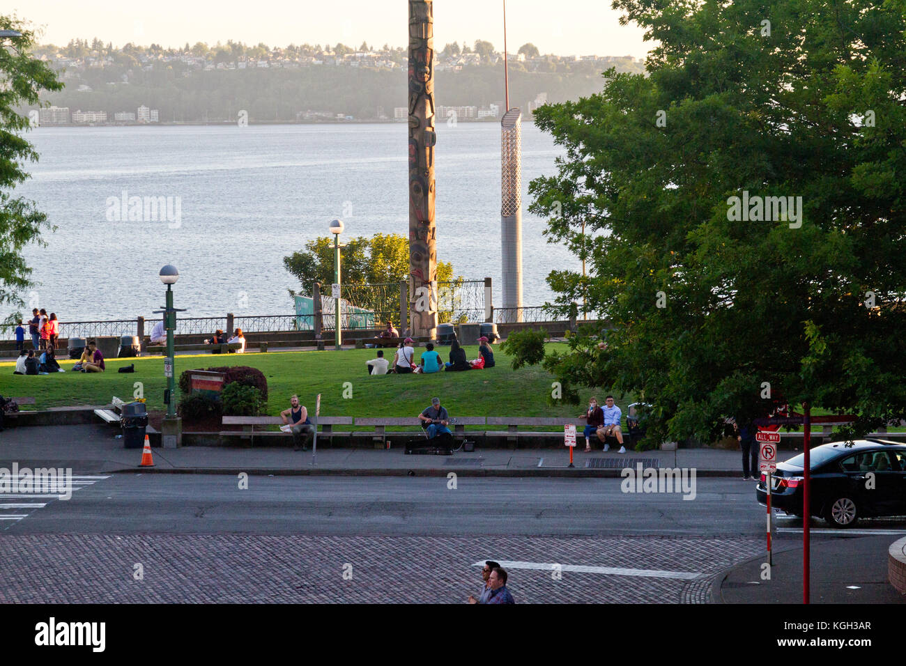 People relaxing in the Victor Steinbrueck Park in Seattle, Washington with a view of Eliot Bay. - Stock Image
