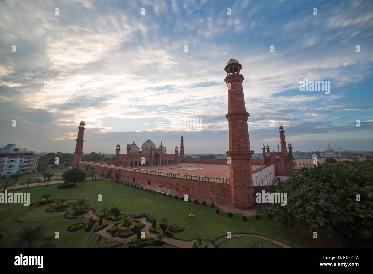 The Emperor's Mosque - Badshahi masjid wide angle full exterior - Stock Image