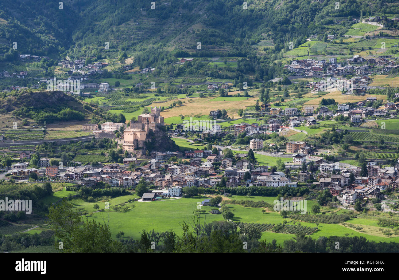 Saint-Pierre, Aosta Valley, Italy.  Saint-Pierre castle with the parish church of Saint-Pierre below it. - Stock Image