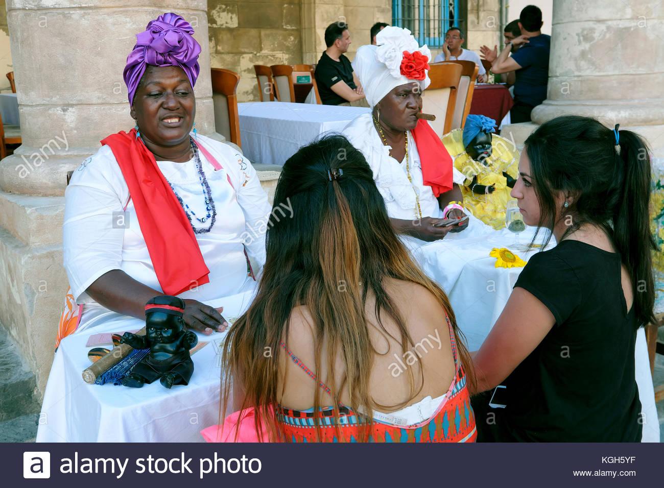 Fortune teller, Plaza de la Catedral Square, Havana, Cuba - Stock Image