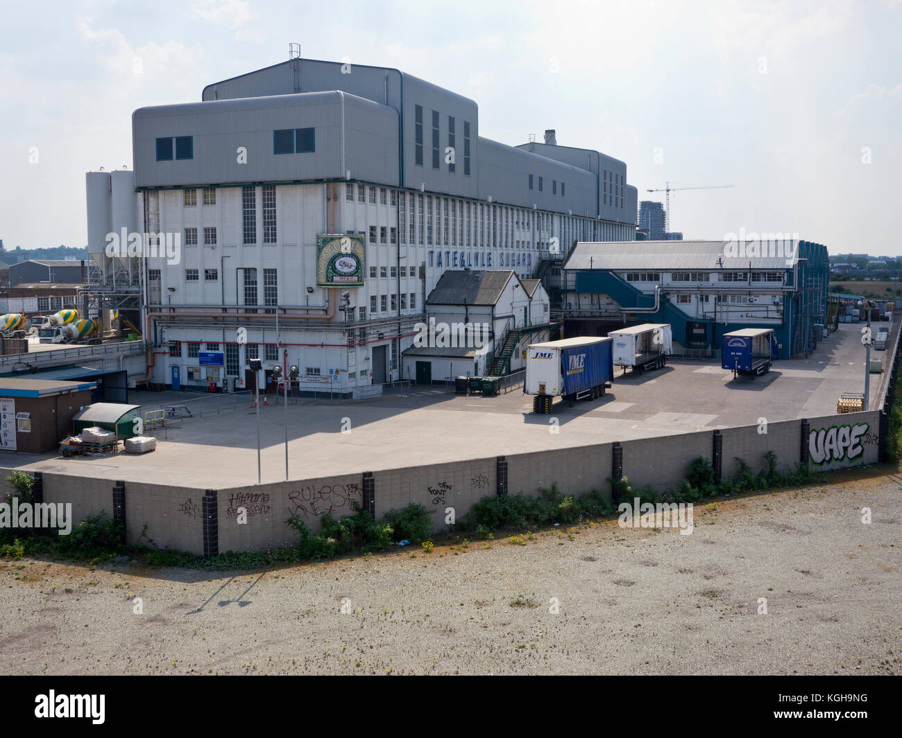 Exterior of the Tate and Lyle sugar refinery at Silvertown in the East End of London on the Thames - Stock Image