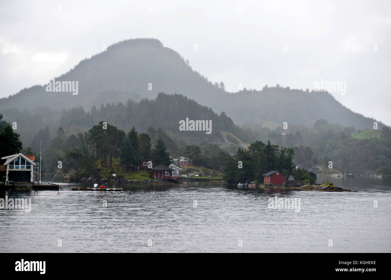 Farmhouses in the shore of Sognjefjorden, Norway - Stock Image