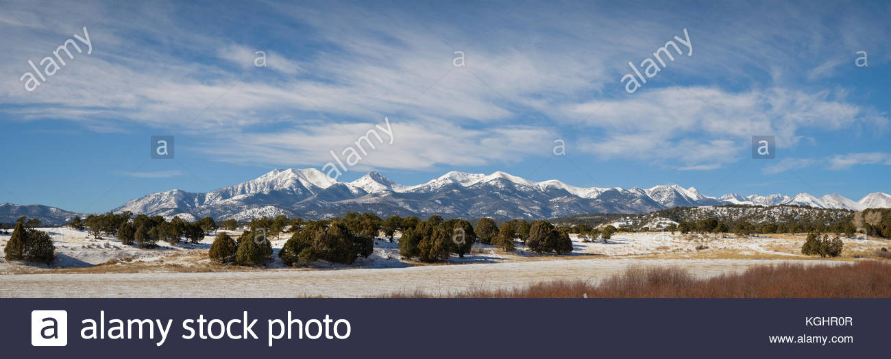Autumn brings a dusting of snow to the Sangre de Christo Mountains of southern Colorado. - Stock Image