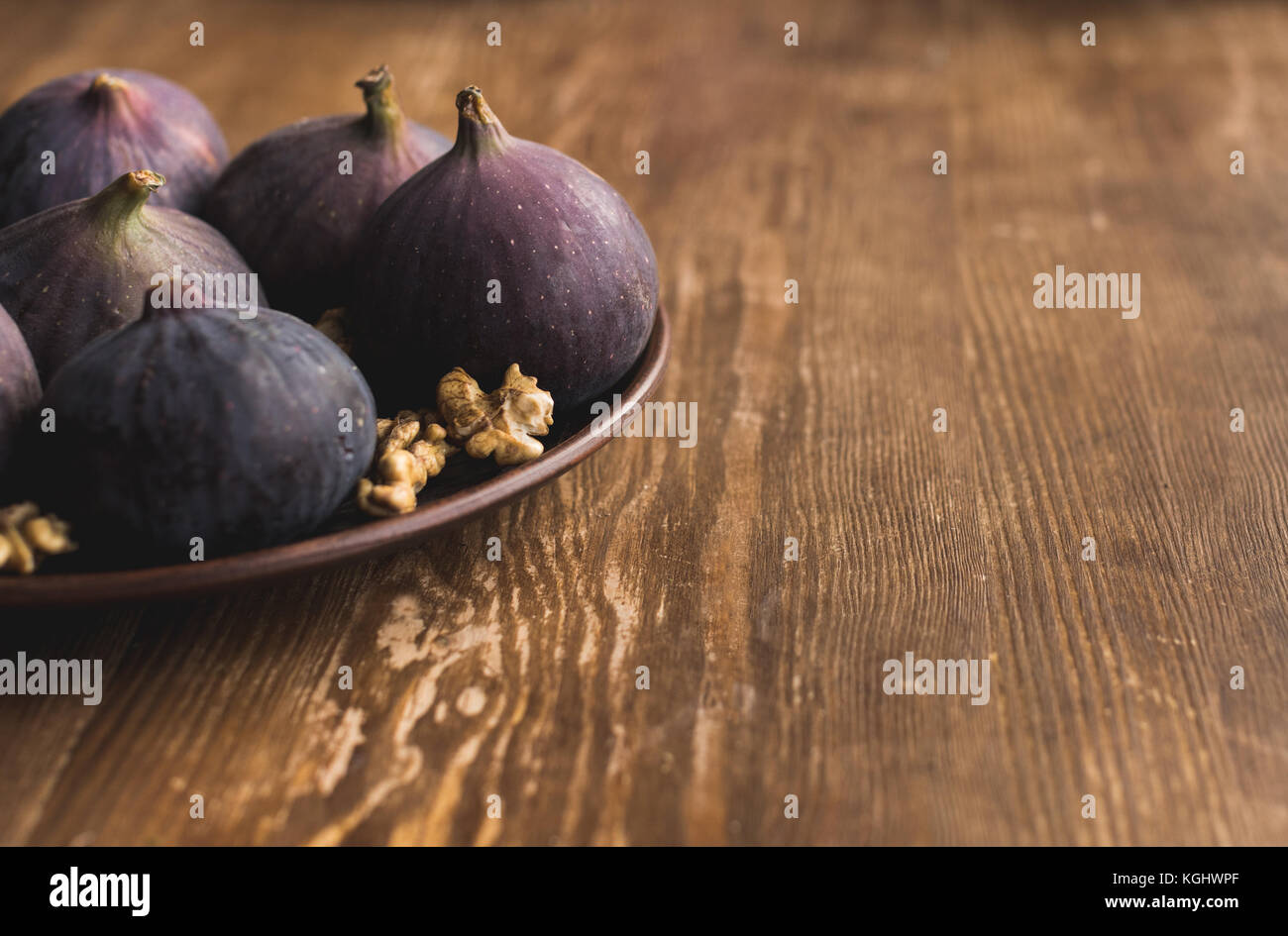 Bowl with raw figs - Stock Image