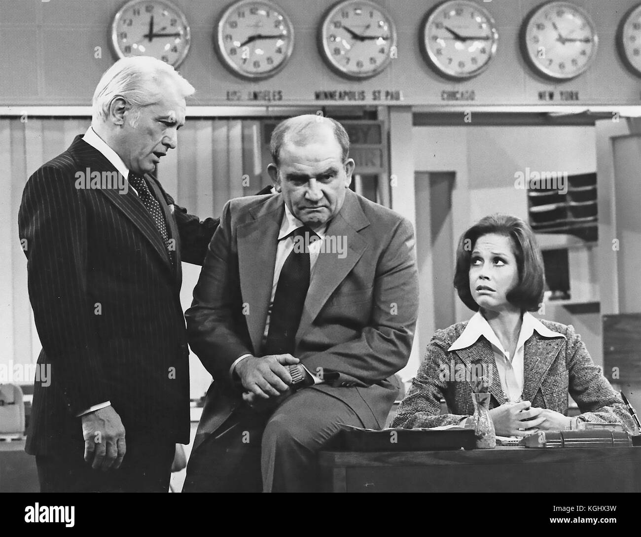 MARY TYLER MOORE SHOW CBS TV sitcom 1970-1977 with from left: Ted Knight, Ed Asner, Mary Tyler Moore - Stock Image