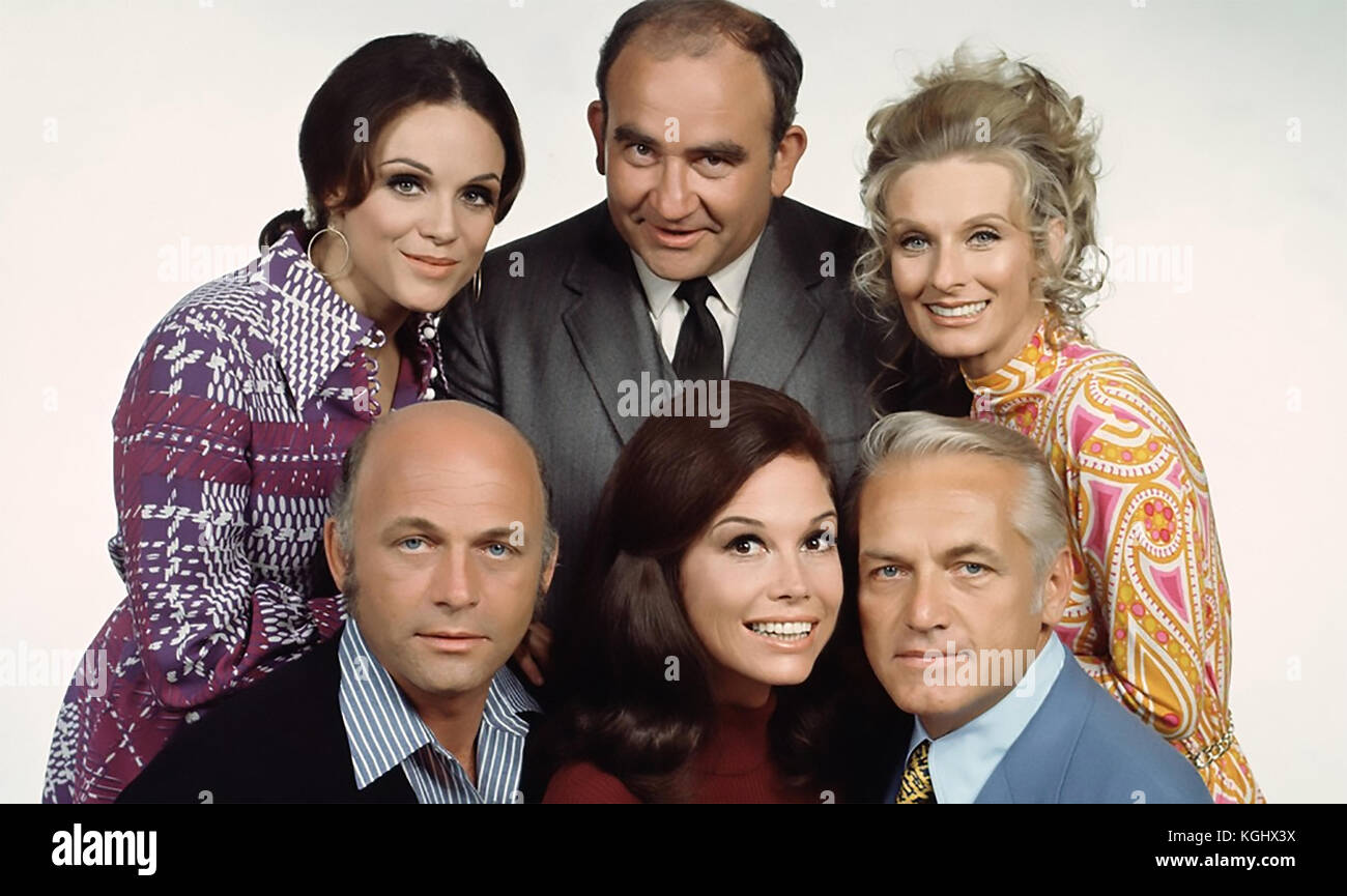 MARY TYLER MOORE SHOW  CBD TV sitcom series 1970-1977. From left top:  Valerie Harper, Ed Asner, Cloris Leachman, - Stock Image