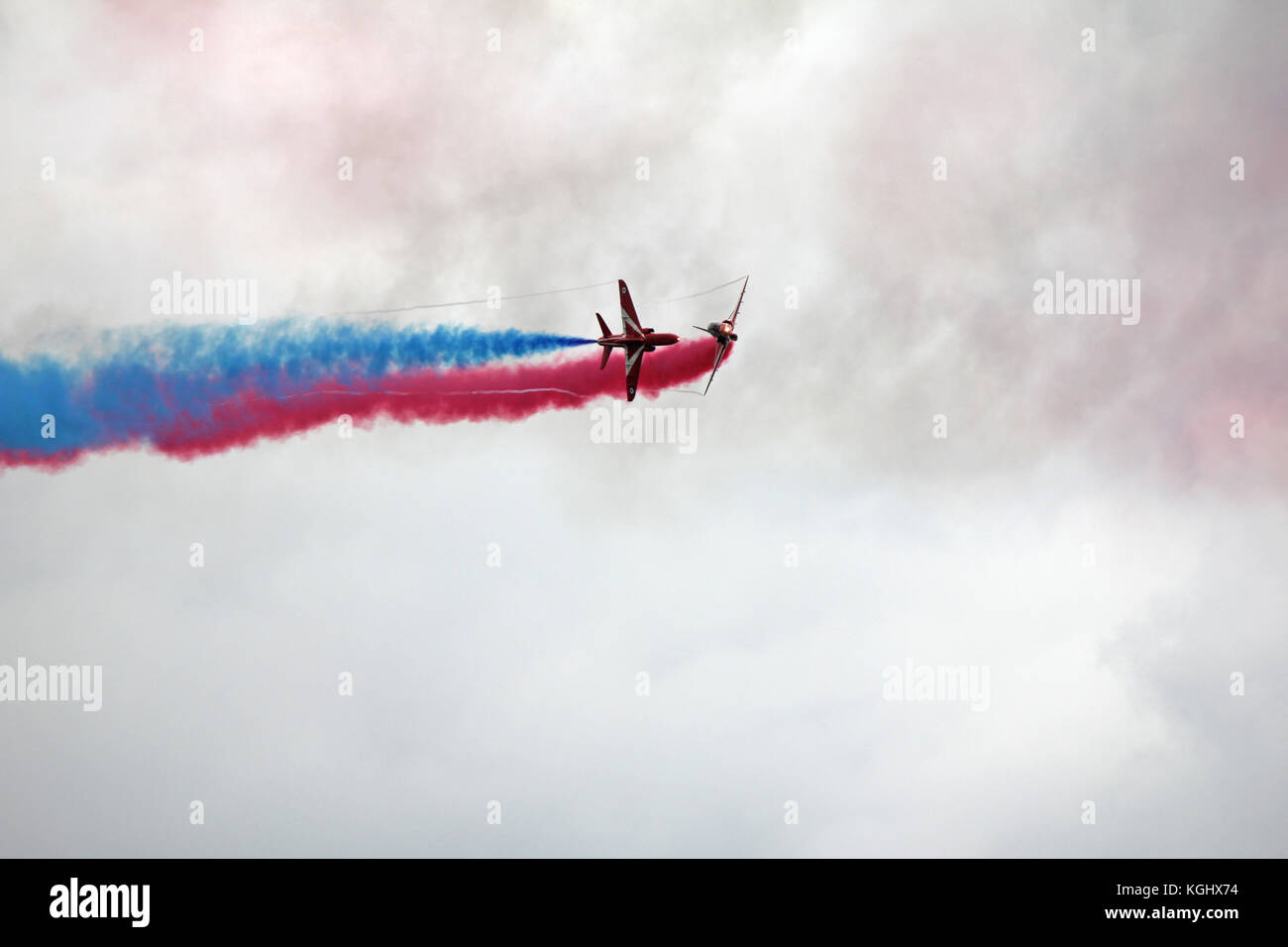 Red Arrows - Whoops! Apparent disaster is actually amazing skill. Hairsbreadth flying by consummate RAF professionals. - Stock Image