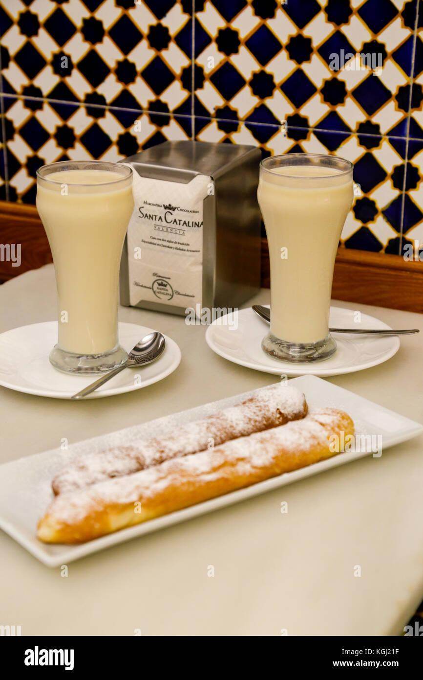 Horchata De Chufa Y Fartons