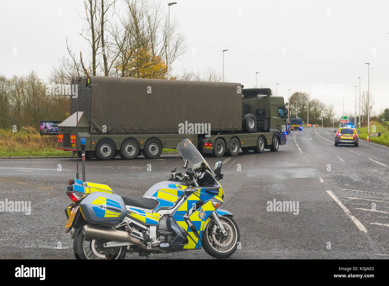 Stirlingshire, Scotland, UK. 8th Nov, 2017. what appears to be a heavily guarded nuclear weapon convoy passing through - Stock Image