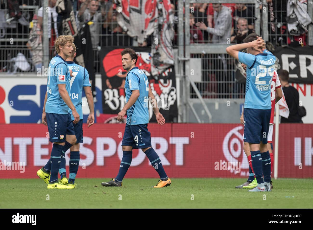 Niedergeschlagene Leverkusener Spieler after Spielschluss (left to right): Stefan KIESSLING (Kiessling, LEV), Joel - Stock Image