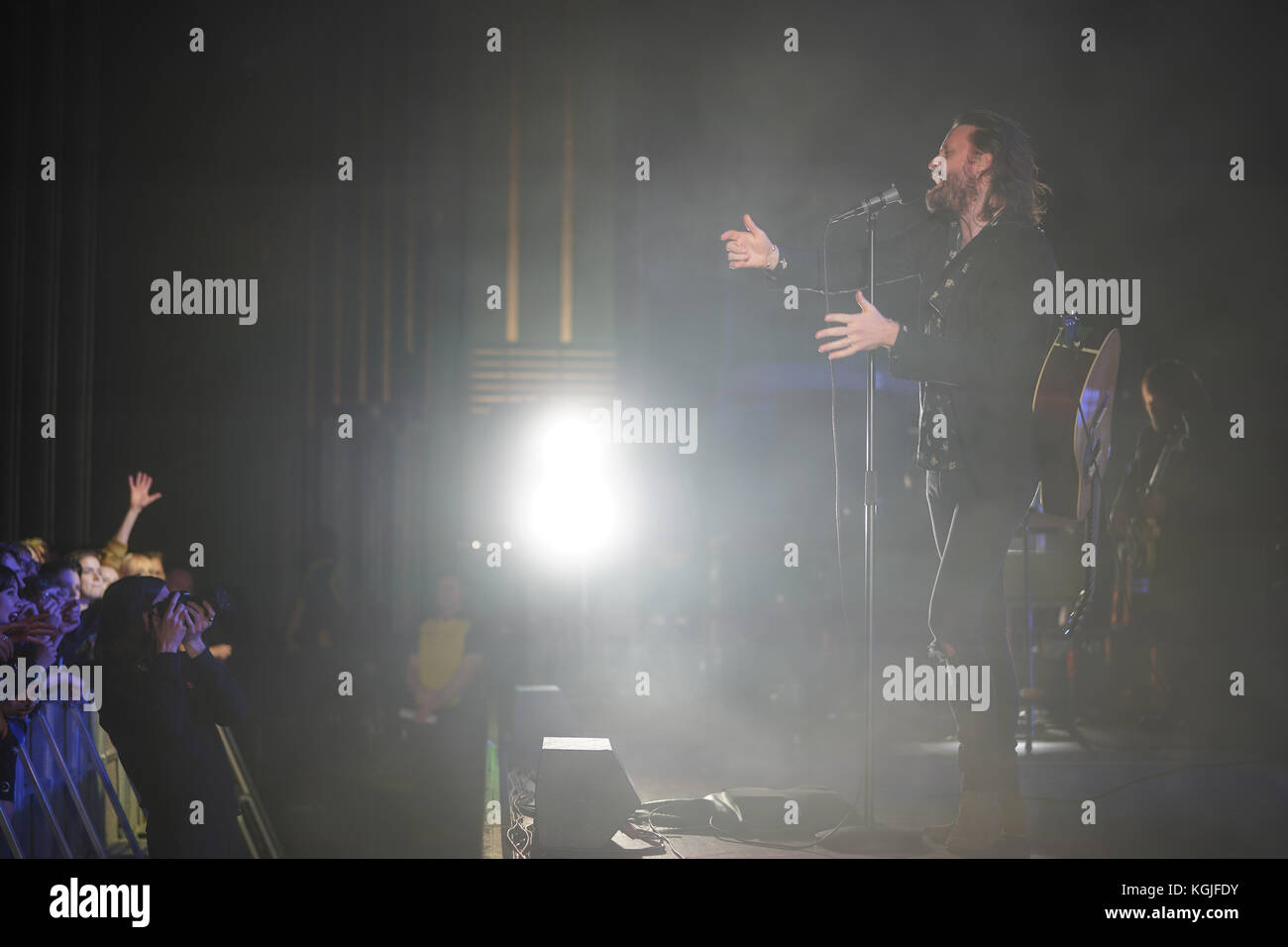 Hammersmith, London, UK. 08th Nov, 2017. Father John Misty (real name: Josh Tillman) performing live on stage at - Stock Image