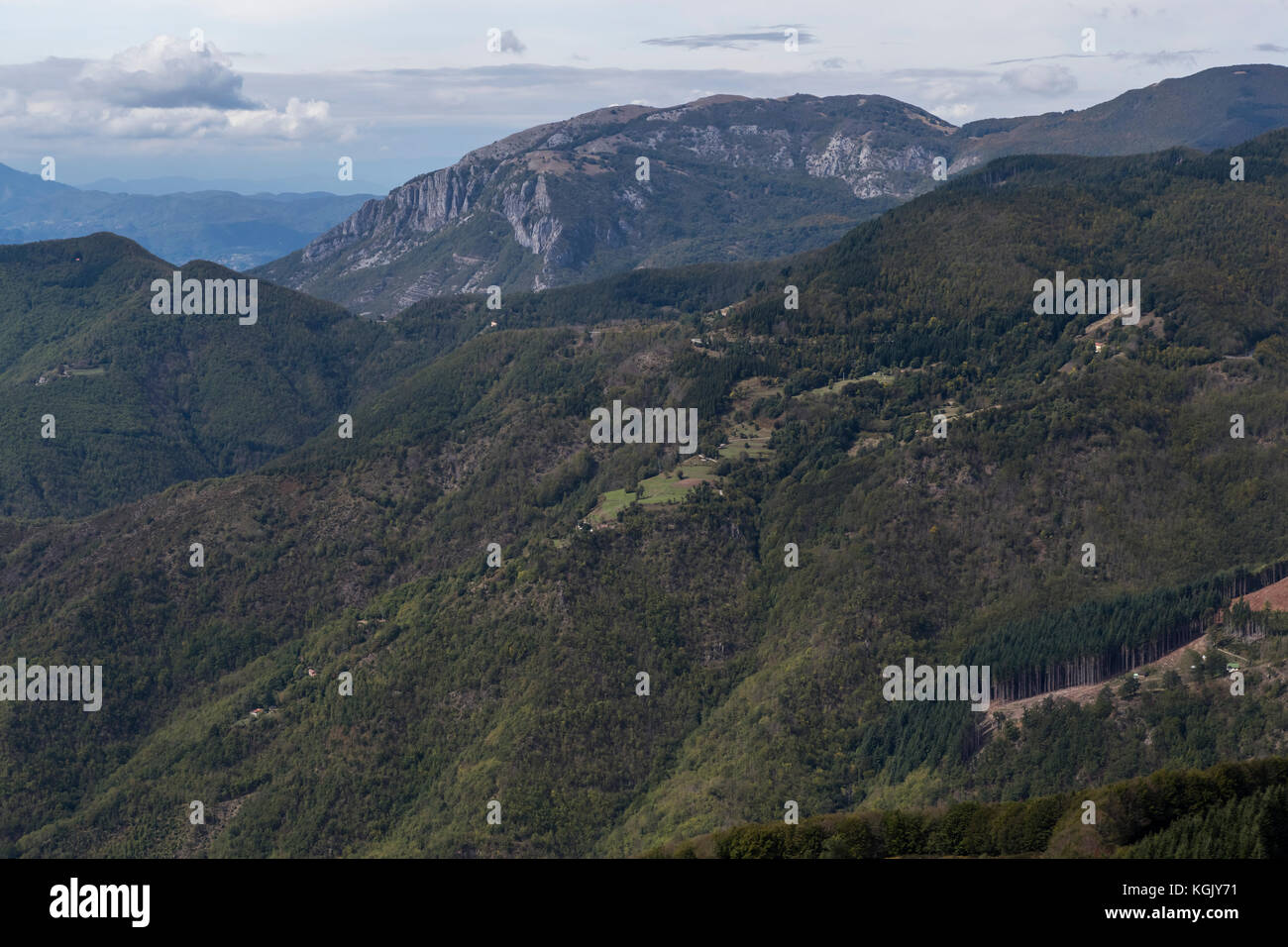 The hilltop village of San Pellegrino in Alpe, in the province of Lucca, Italy Stock Photo