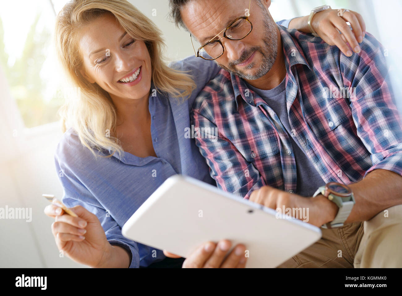 Mature couple buying on internet, online shopping - Stock Image