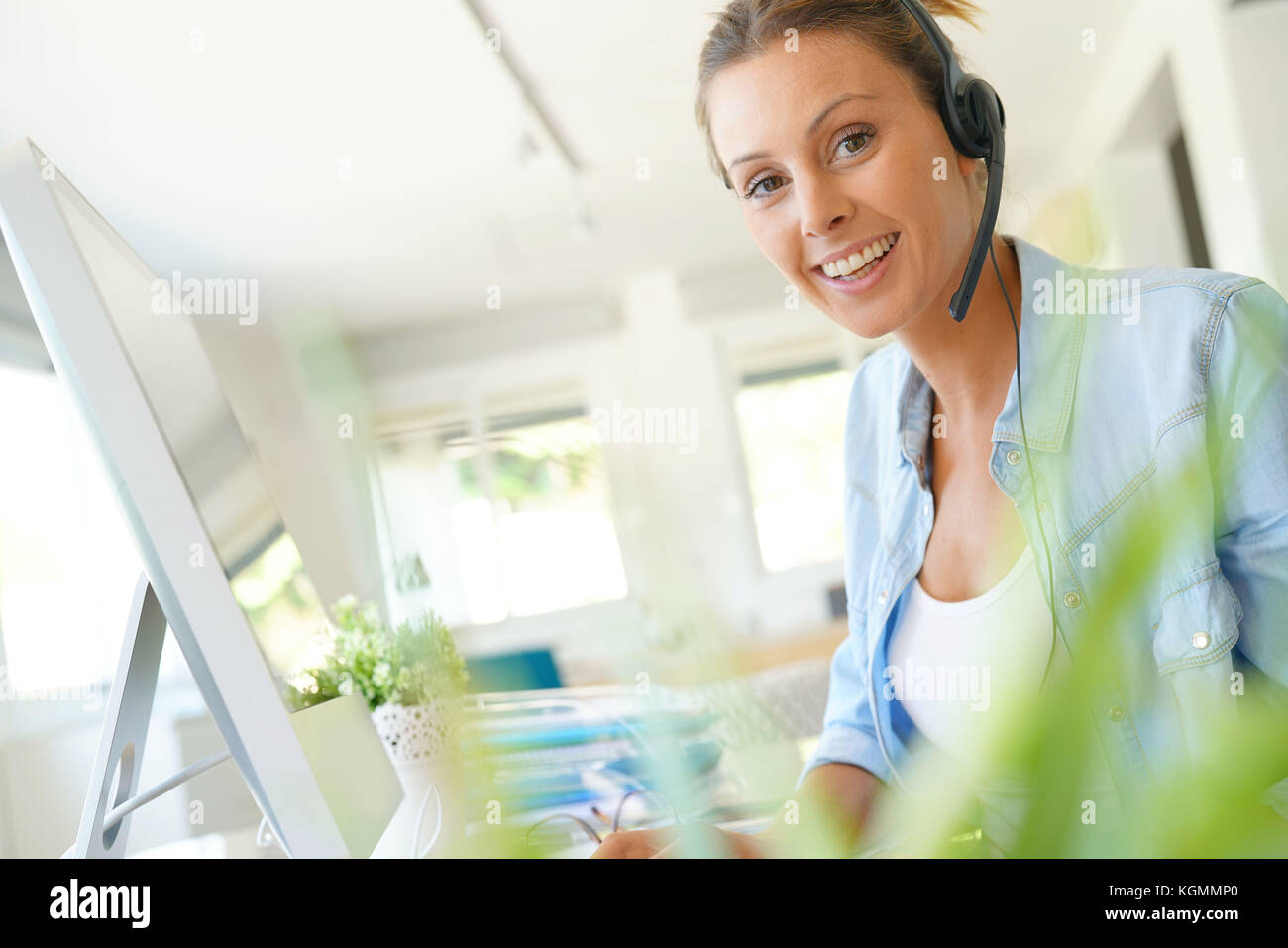 Customer service operator talking on phone in office Stock Photo