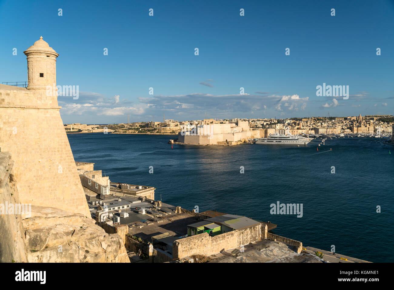 Blick auf Fort St. Angelo und Vittoriosa / Birgu, Valletta, Malta | Fort St. Angelo and Vittoriosa / Birgu, Valletta, - Stock Image