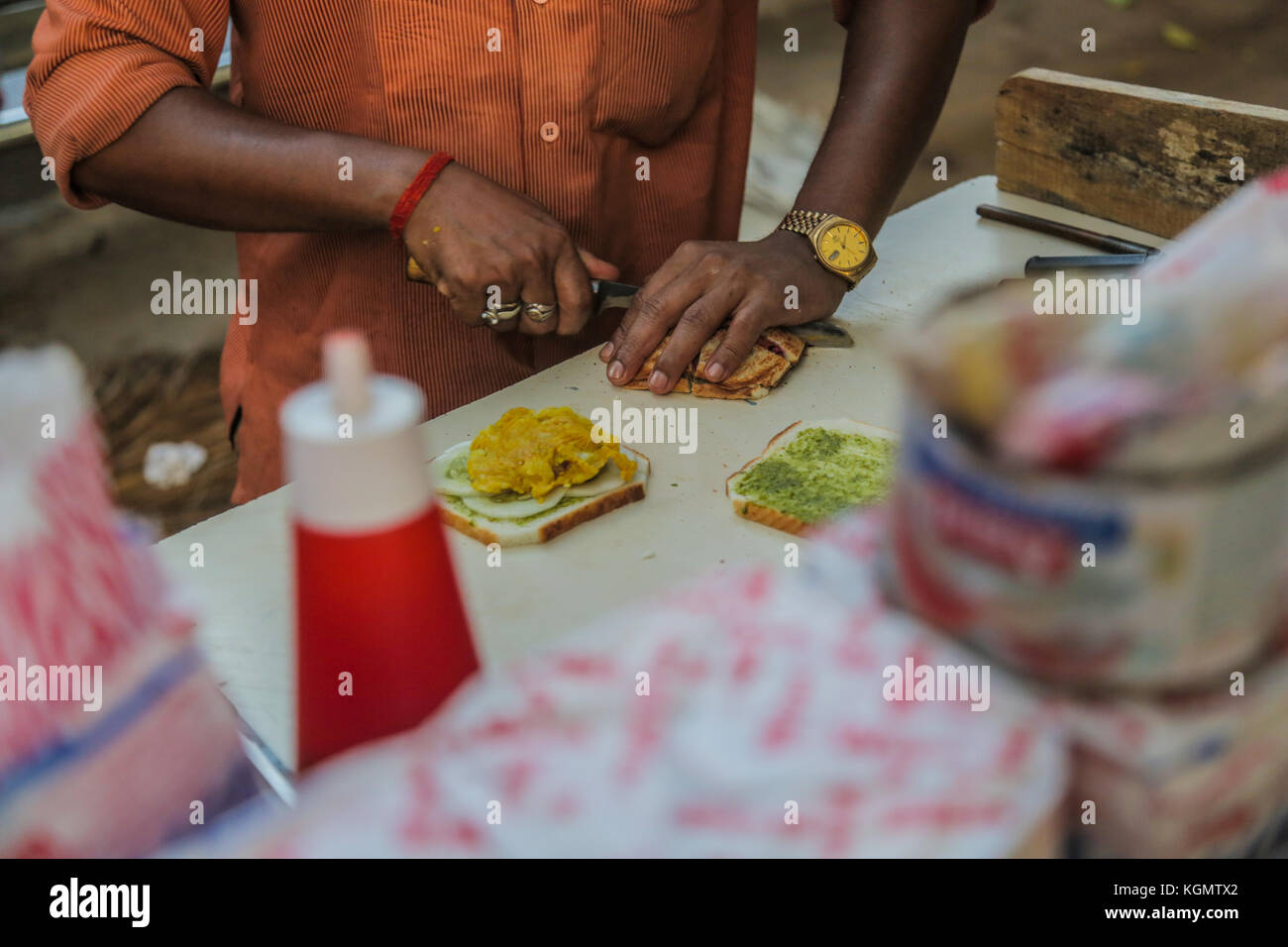 Making sandwich in a food stall in Mumbai, India. - Stock Image