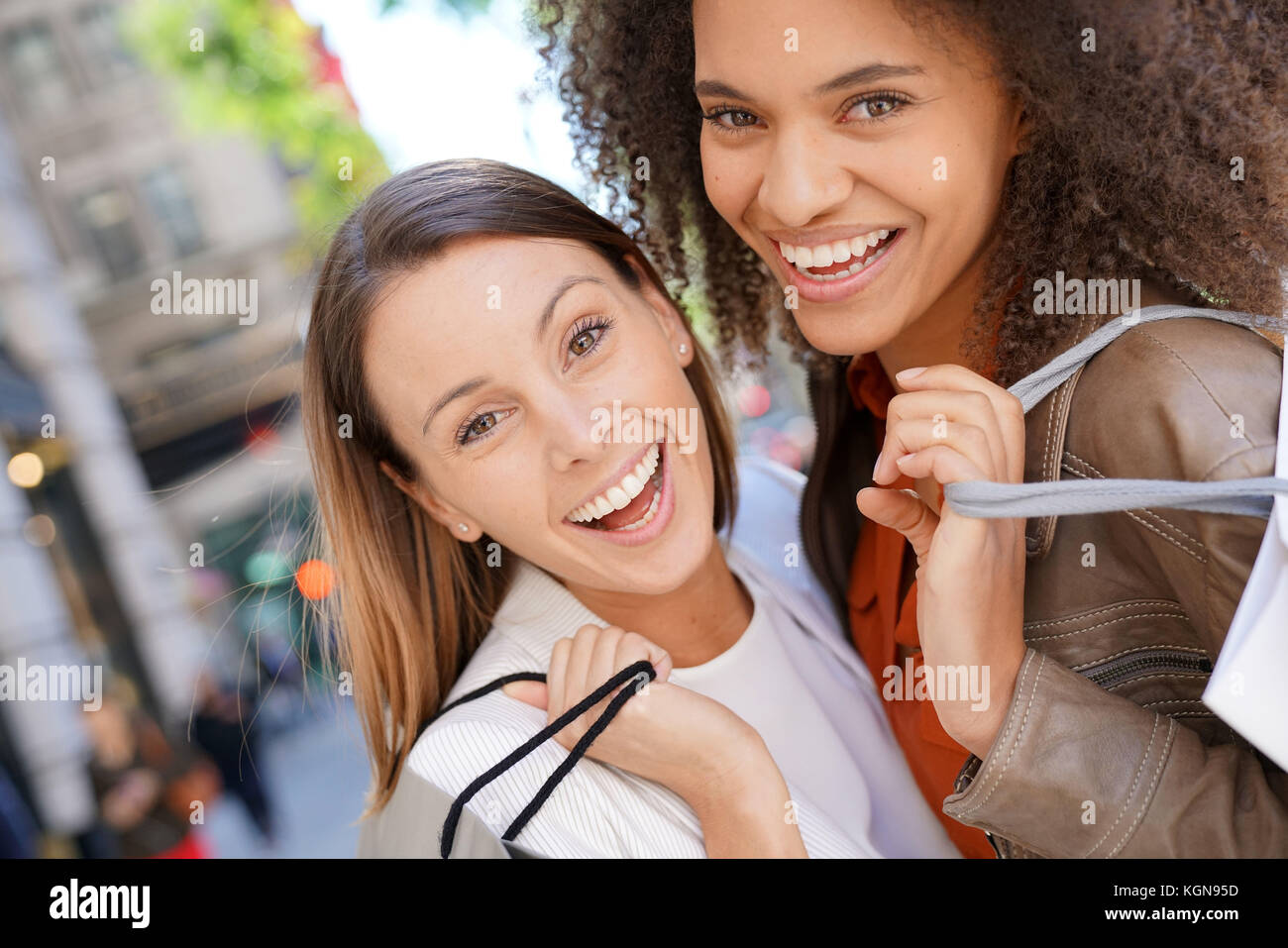 Girlfriends in Manhattan doing shopping on sunny day - Stock Image