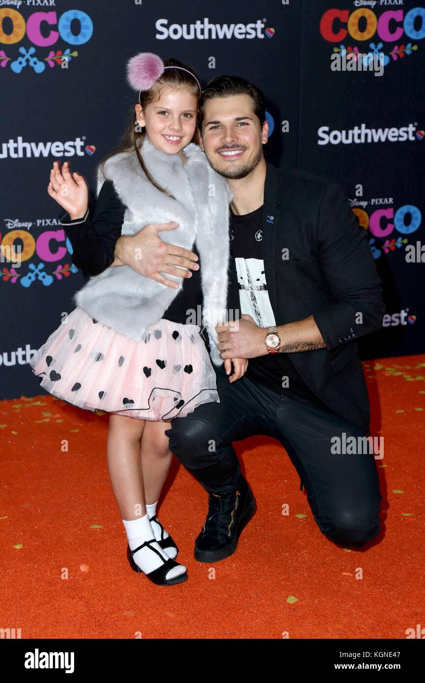 Los Angeles, CA, USA. 8th Nov, 2017. Guest, Gleb Savchenko at arrivals for COCO Premiere, El Capitan Theatre, Los - Stock Image