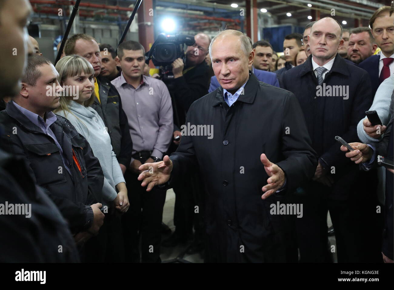 Chelyabinsk, Russia. 9th Nov, 2017. Russia's President Vladimir Putin (C), Russia's Industry and Trade Minsiter - Stock Image