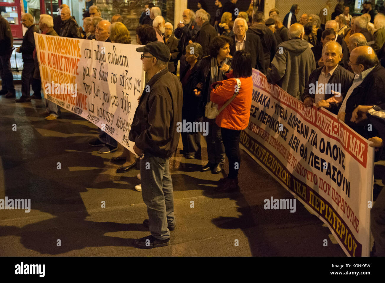 Athens, Greece. 9th Nov, 2017. Thousands march to the Greek parliament at Syntagma square holding banners and shouting - Stock Image