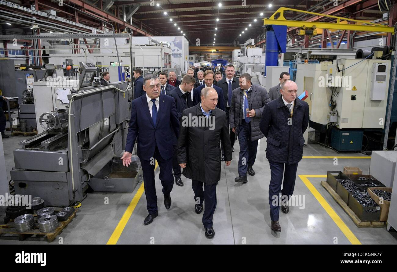 Chelyabinsk, Russia. 09th Nov, 2017. Russian President Vladimir Putin, center, tours the Chelyabinsk Compressor - Stock Image