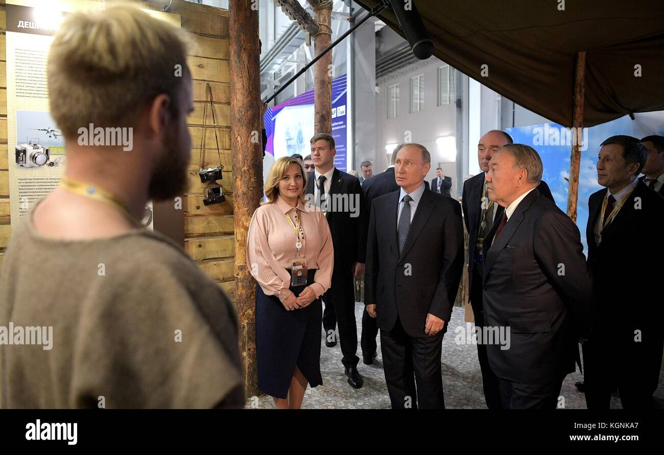 Chelyabinsk, Russia. 09th Nov, 2017. Russian President Vladimir Putin, center, and Kazakh President Nursultan Nazarbayev, - Stock Image
