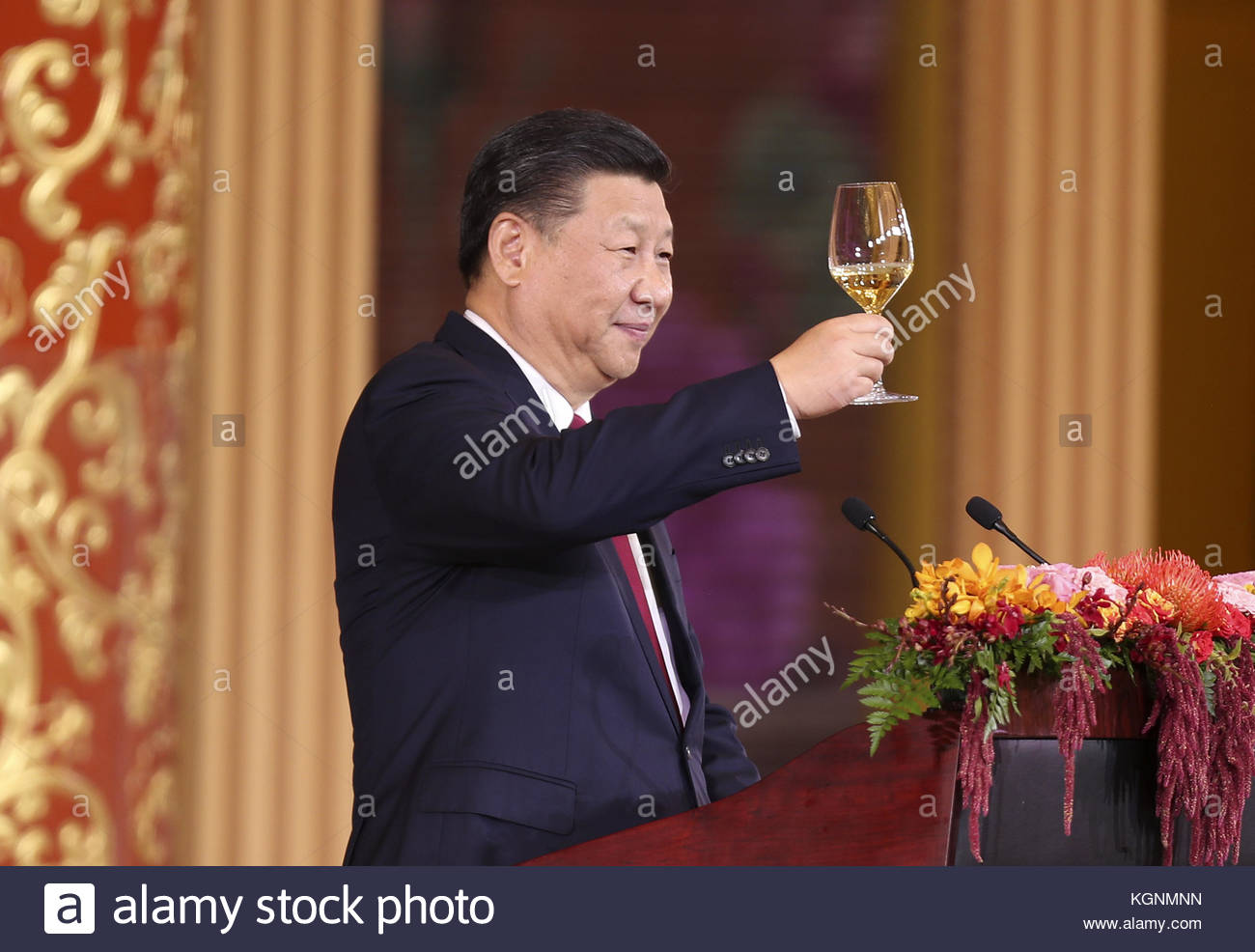 Beijing, China. 09th Nov, 2017. China President Xi Jinping and wife Peng Liyuan welcome US President Donald Trump - Stock Image