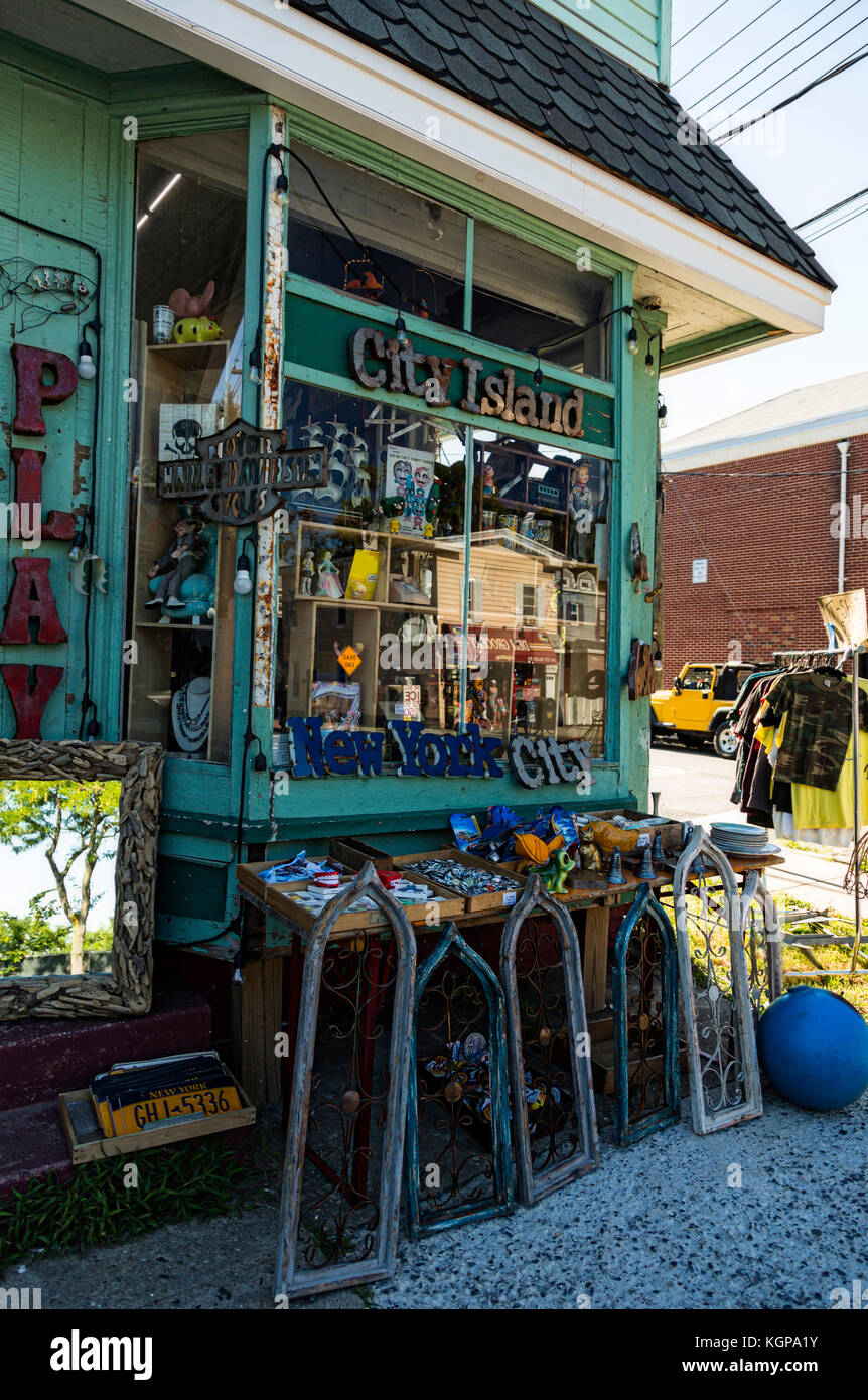 Brick and mortar storefront of a knick knack and toy shop - Stock Image