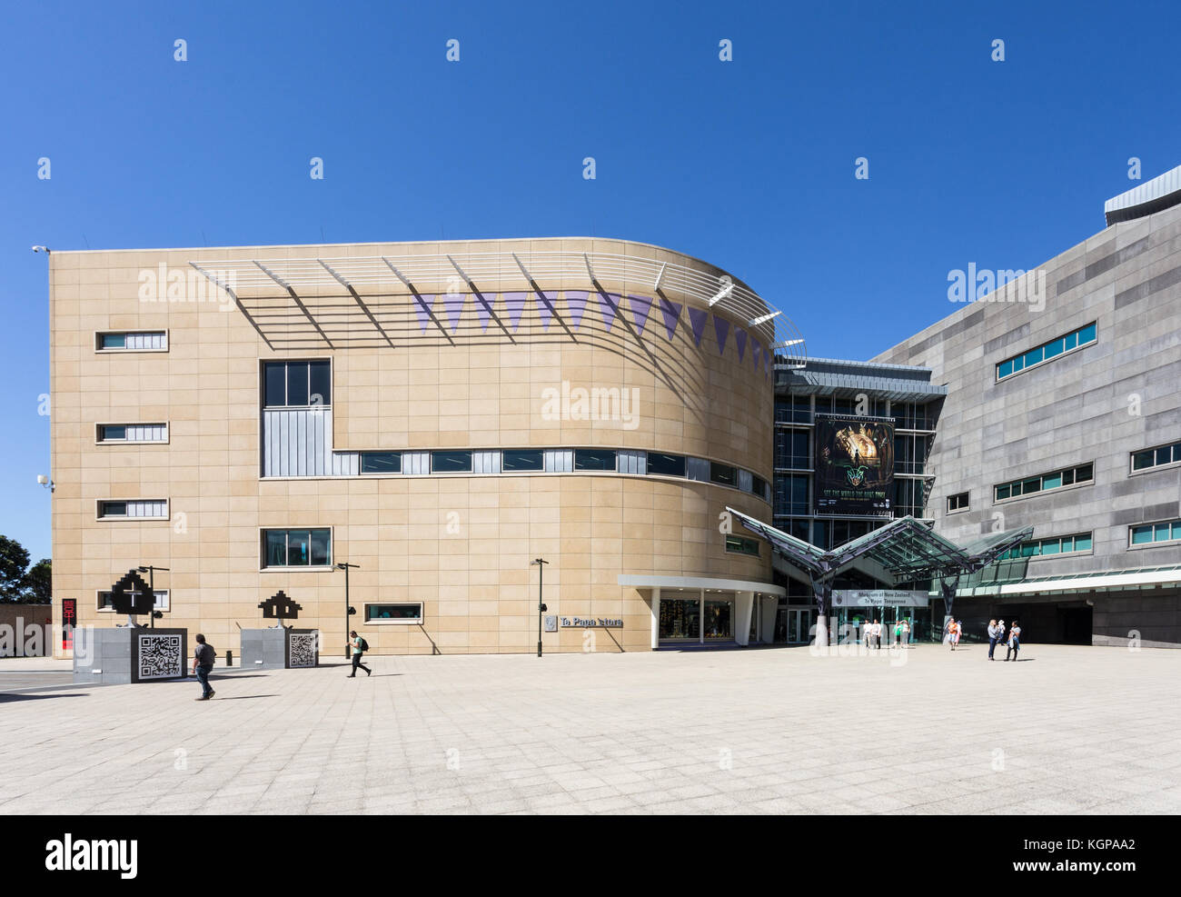 WELLINGTON, NEW ZEALAND - MARCH 1, 2017: People walk toward the entrance of of the Museum of New Zealand Te Papa - Stock Image