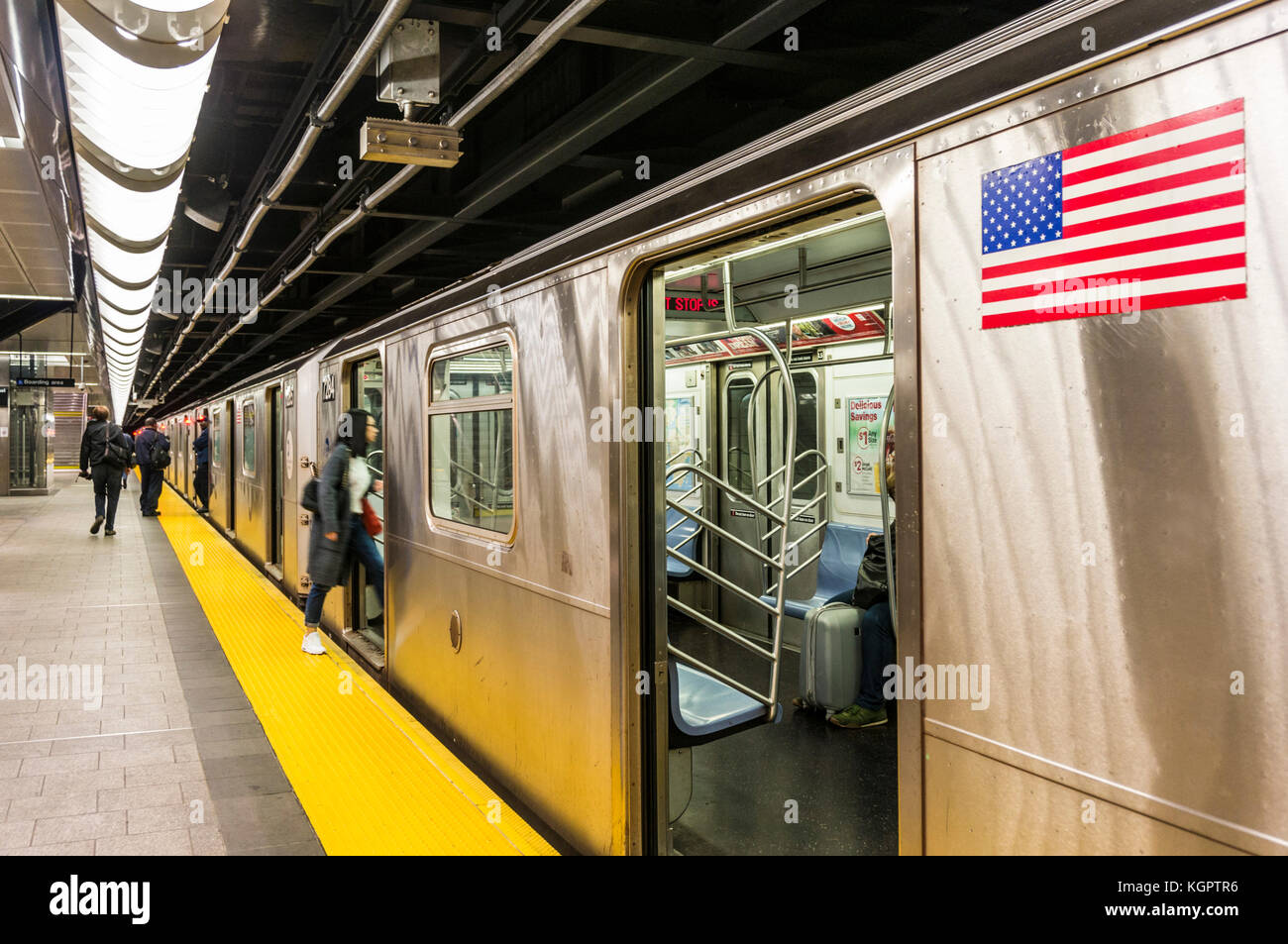 subway train New york usa new york subway train waiting at a subway station platform new york city usa New york - Stock Image