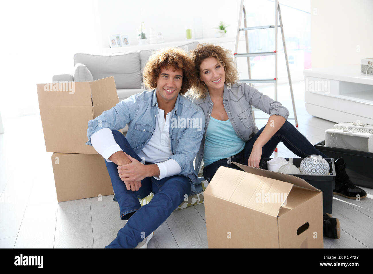 Couple getting in their new apartment to live together - Stock Image
