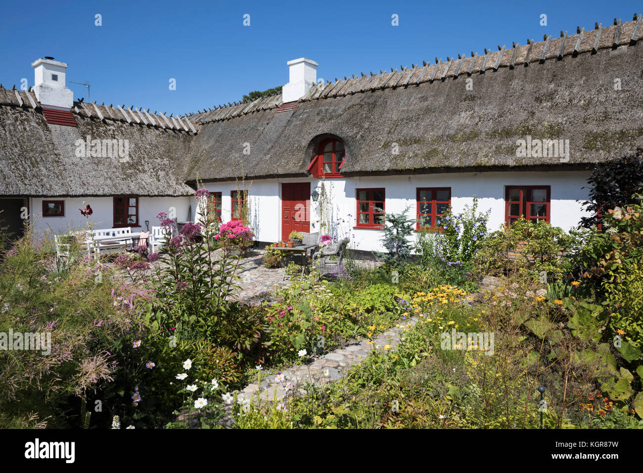 Traditional white painted thatched Danish cottage and garden, Gilleleje, Kattegat Coast, Zealand, Denmark, Europe - Stock Image