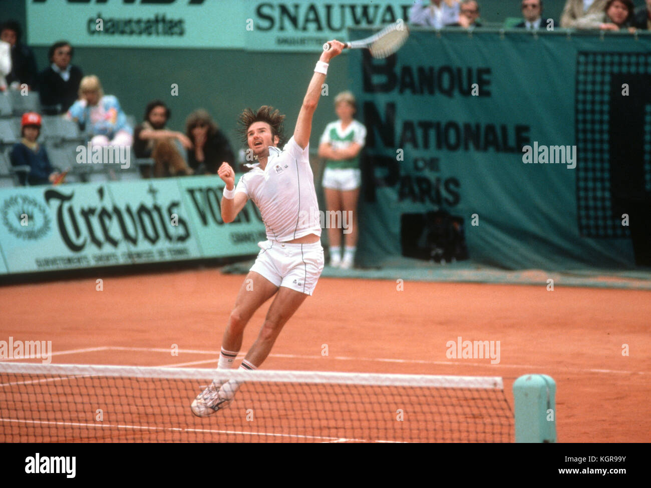 Jimmy Connors leaps for an overhead during a match at the 1981 French Open at Roland Garros Stock Photo