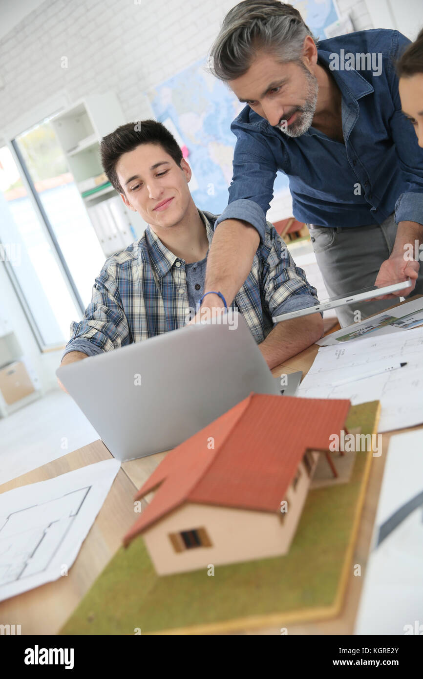 Teacher with students in architecture school - Stock Image