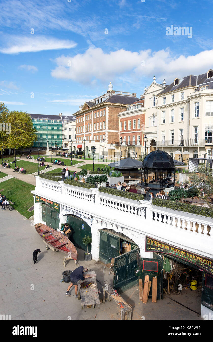 Pitcher & Piano Bar terrace overlooking River Thames, Richmond, London Borough of Richmond upon Thames, Greater - Stock Image