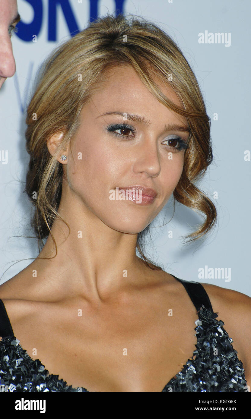 Jessica Alba  at the GOOD LUCK CHUCK Premiere at MANN NATIONAL Theatre In Los Angeles.  headshot smile   AlbaJessica - Stock Image