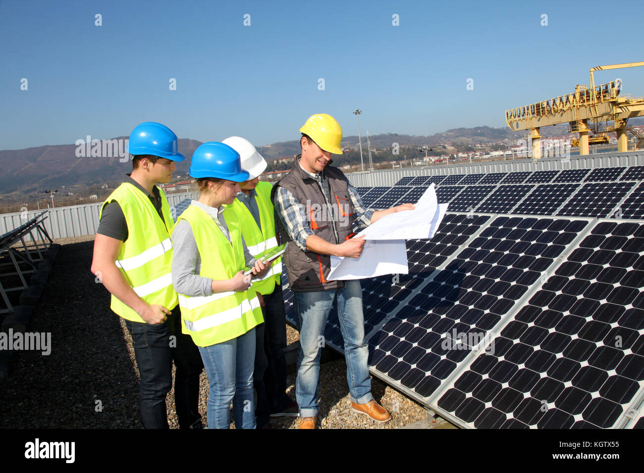 Engineering professional with group of students in training - Stock Image