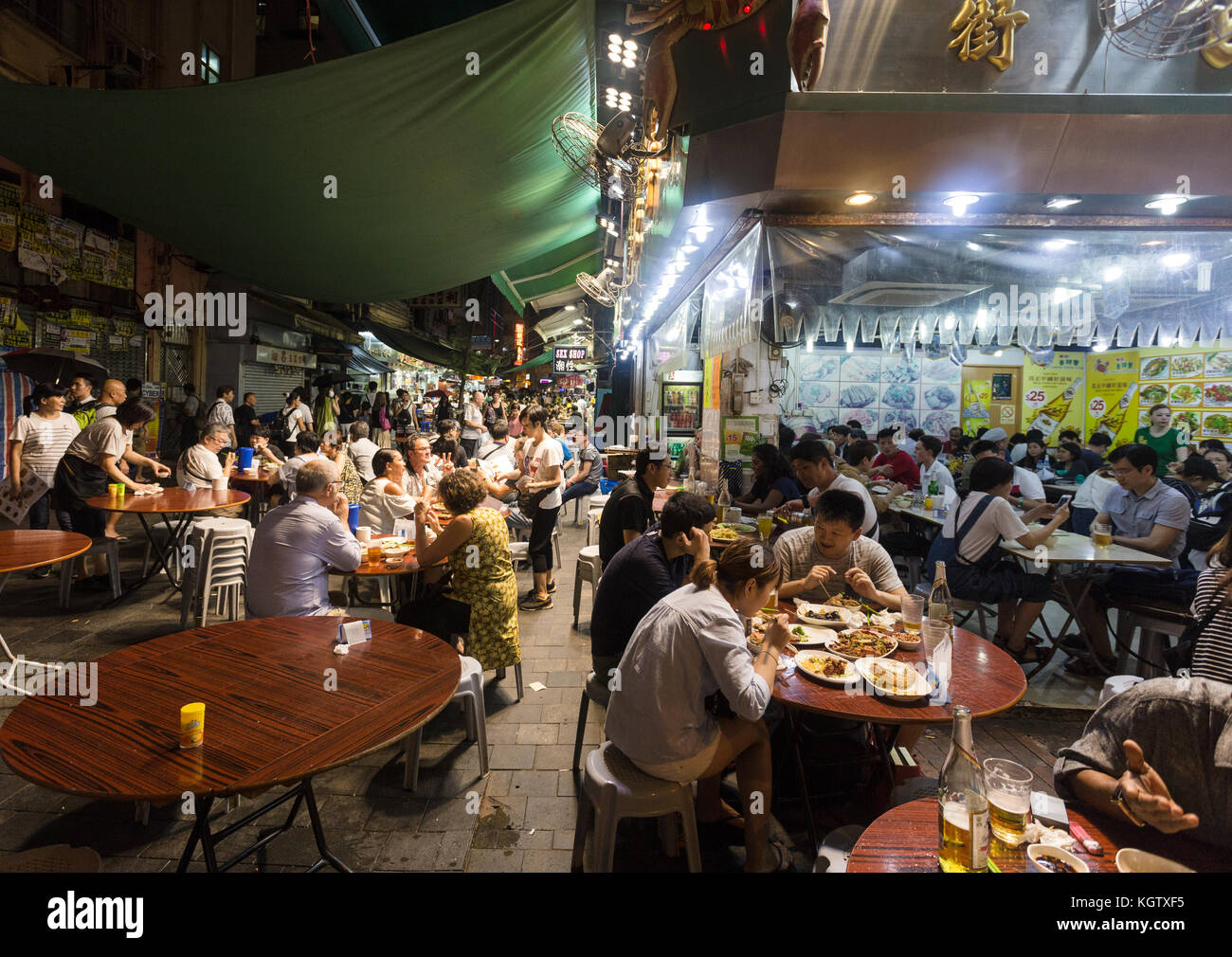 HONG KONG, CHINA - JUNE 16, 2017: Tourists and local dine in a restaurant in the streets of Kowloon near the famous - Stock Image