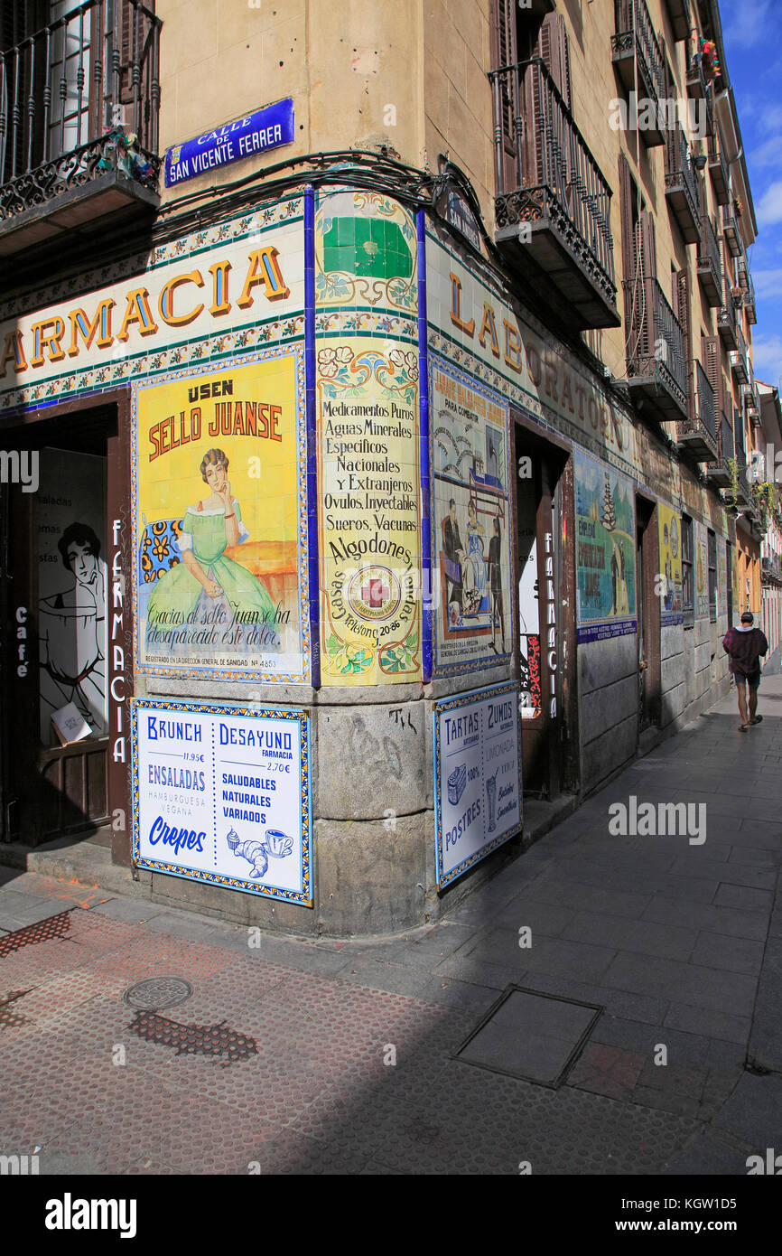 Laboratorio de Especialidades Café Farmacia, pharmacy cafe, Malasana barrio, Madrid city centre, Spain - Stock Image
