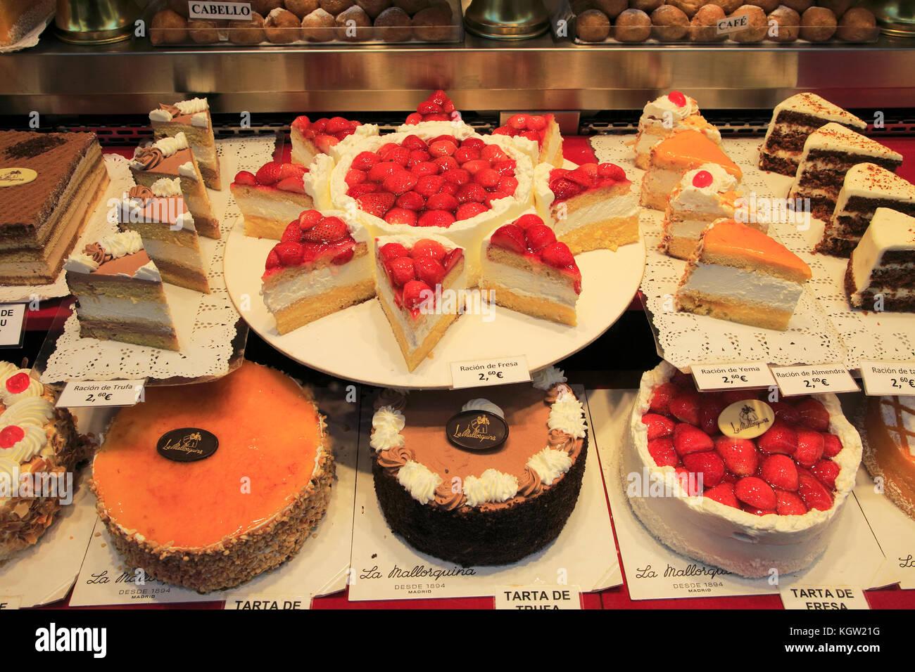 Cakes window display baker confectionery shop, La Mallorquina, Calle Mayor, Madrid, Spain - Stock Image