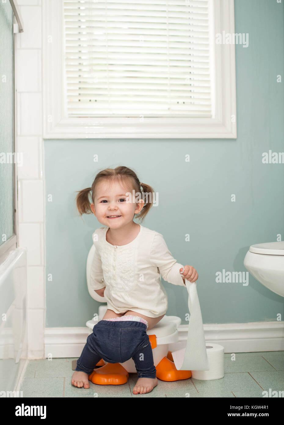 girl bathroom Young candid