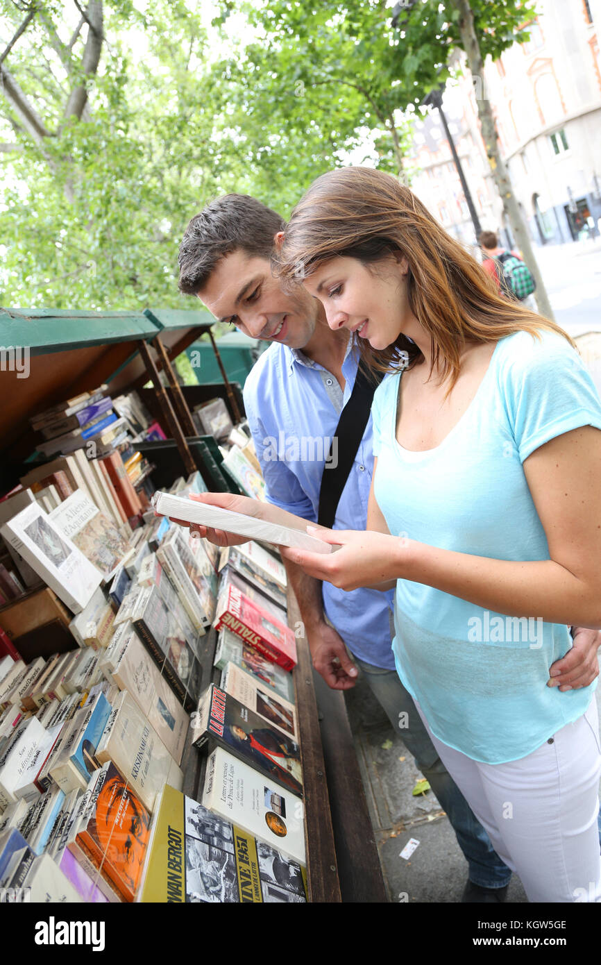 Couple in Paris looking at booksellers - Stock Image