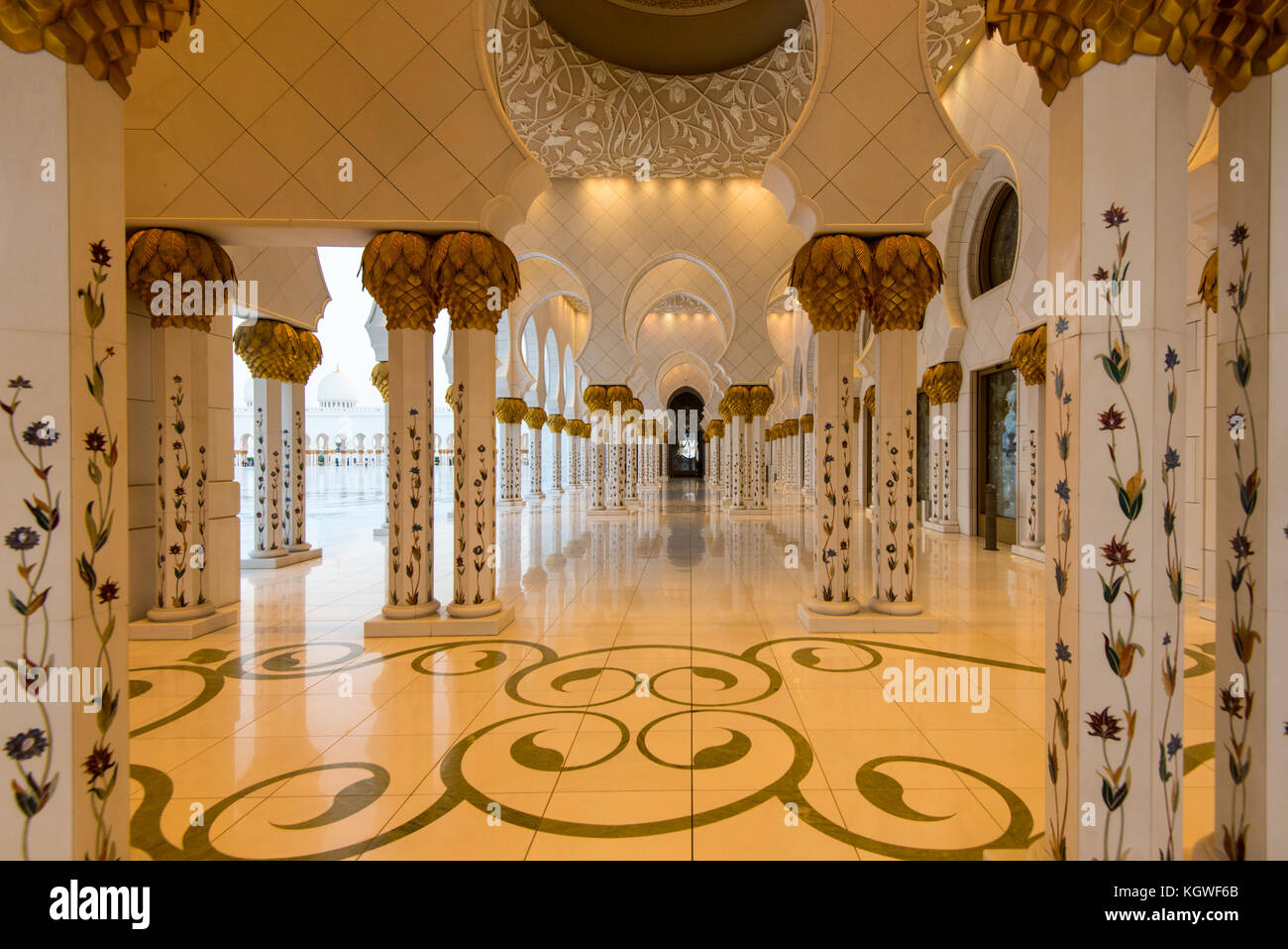 ABU DHABI, UAE - 1NOV2017: The North Collanade of the Sheik Zayed Grand Mosque. - Stock Image
