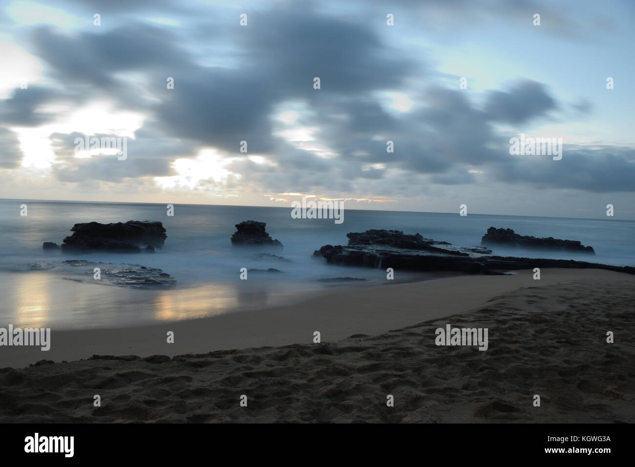 The sun rises over Sandy Beach, on the Southeast side of Oahu, Hawaii - Stock Image