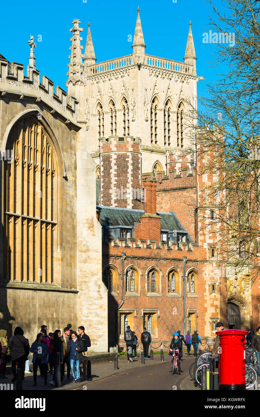 Trinity Street in the city centre with St Johns and Trinity Colleges, Cambridge, Cambridgeshire, England, UK. - Stock Image