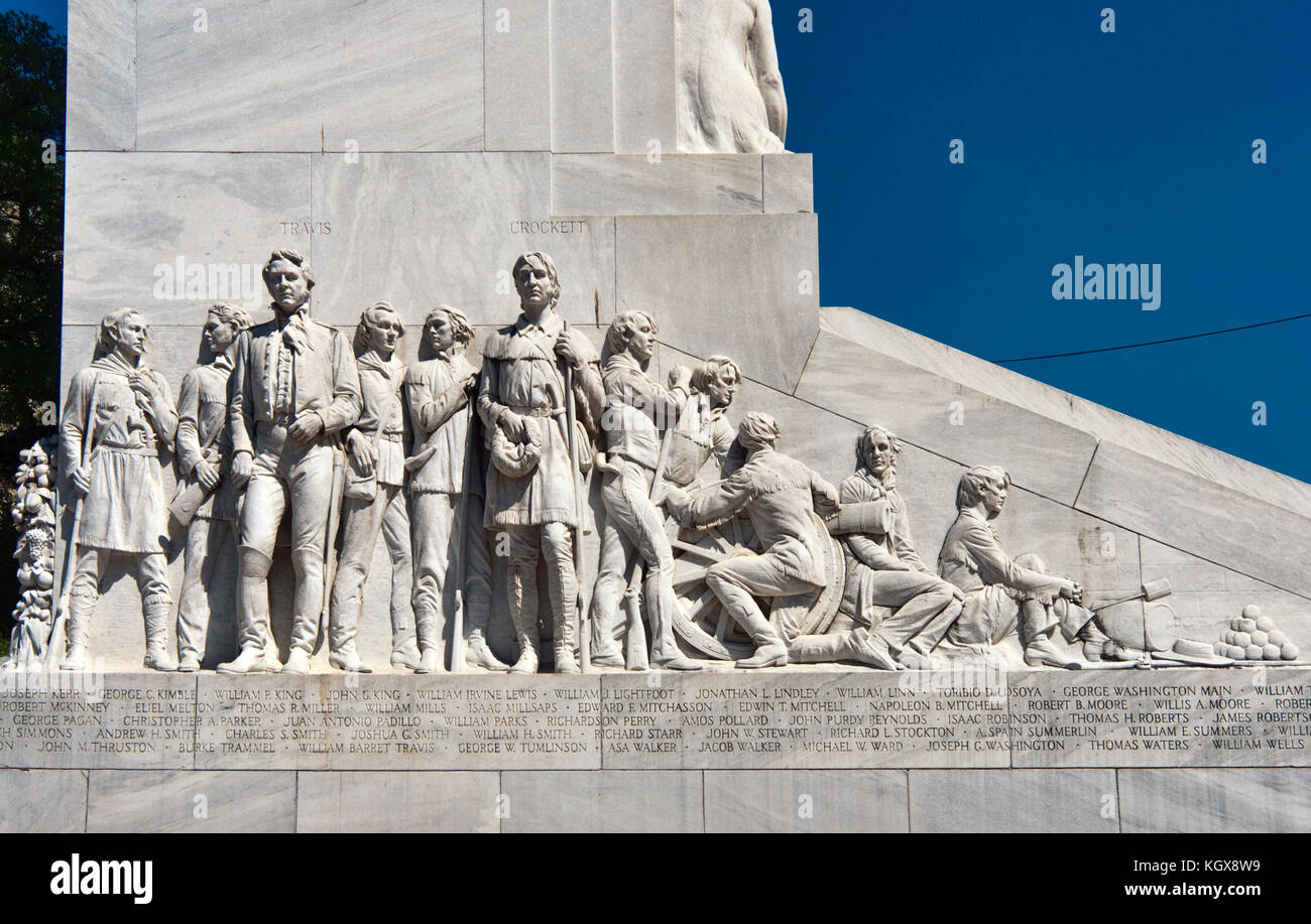 William B Travis and David 'Davy' Crockett statues at Cenotaph memorial to the Alamo defenders, by Pompeo - Stock Image