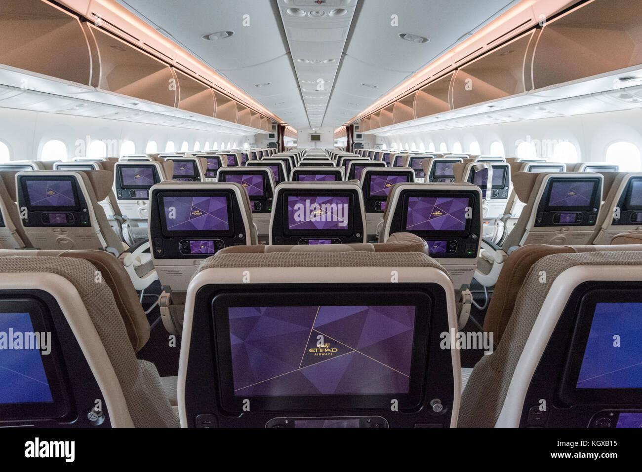 https://c8.alamy.com/comp/KGXB15/etihad-airways-aircraft-cabin-interior-boeing-787-KGXB15.jpg